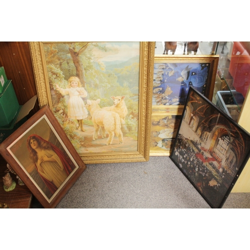 11 - FOUR VINTAGE PRINTS TO INCLUDE A GILT FRAMED AND GLAZED PRINT OF A YOUNG GIRL WITH SHEEP, ANTIQUE ST...