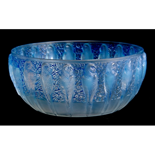 19 - R. LALIQUE, FRANCE A 20TH CENTURY OPALESCENT PERRUCHE BOWL HIGHLIGHTED WITH BLUE STAINING decorated ...