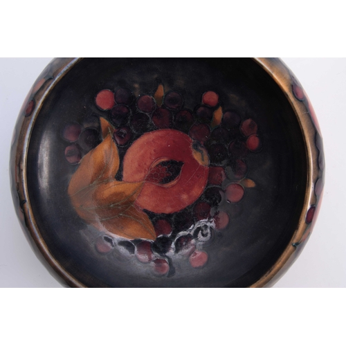 53 - AN EARLY 20th CENTURY MOORCROFT POMEGRANATE PATTERN TUDRIC BOWL mounted on hammered pewter foot 22cm...