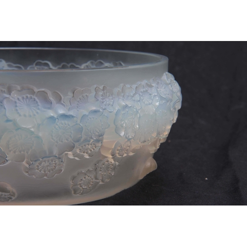32 - R. LALIQUE. FRANCE  A GOOD EARLY 20TH CENTURY LARGE OPALESCENT BOWL AND COVER