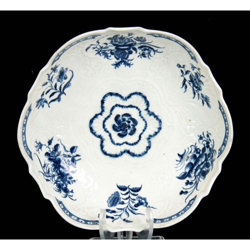 77 - A FIRST PERIOD WORCESTER BLUE AND WHITE SCALLOP EDGE JUNKET DISH decorated flower spray decoration o...