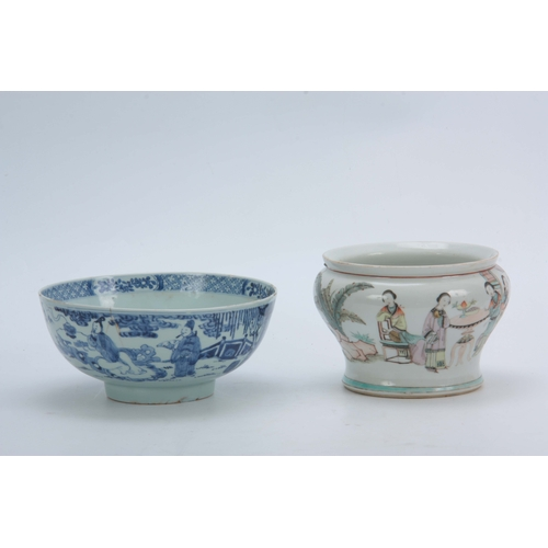 144 - A 19TH CENTURY BLUE AND WHITE CHINESE BOWL decorated with figural garden scenes 10cm high TOGETHER W...