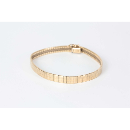 319 - A LADIES 9CT GOLD BRACELET 19.5cm long, app. 13.9g...