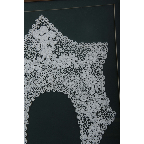 618 - A LATE 19TH CENTURY FRAMED IRISH LACEWORK COLLAR in a moulded frame, the frame is 43cm wide, 48cm hi...