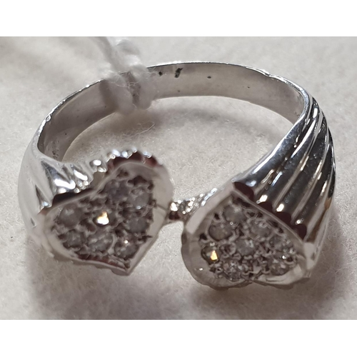 153c - A white gold and diamond Ring....