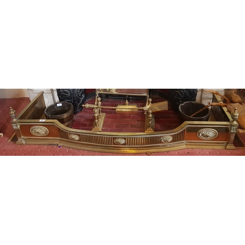 52 - A really good 19th Century Pierced Brass Fender in the classical form. 140 L x 48 D cm....