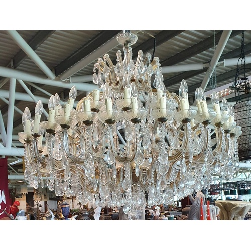 000000001 - SOME FEATURED LOTS. Lot 5704. An extremely large Chandelier. (1) (23 Hanging)....