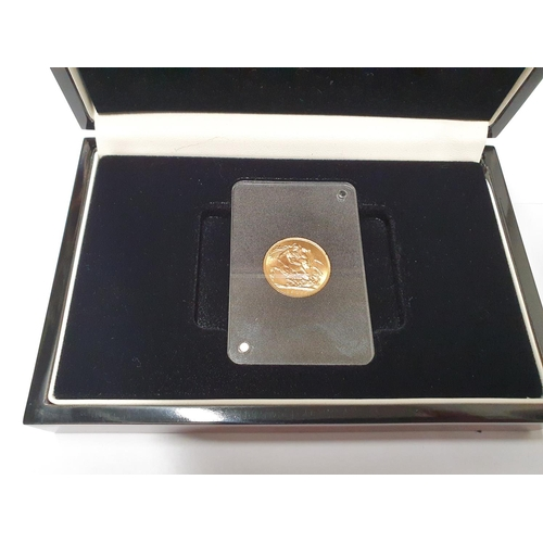 16 - A boxed 1925 George V Sovereign. With certificate. 22ct Gold 7.98gms....