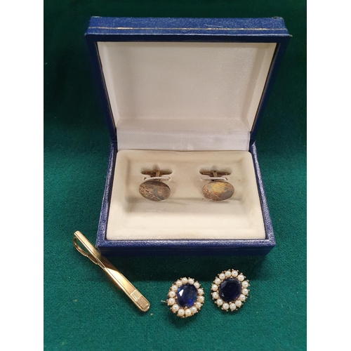 26 - A quantity of 9 carat Gold, Silver and some Costume Jewellery....