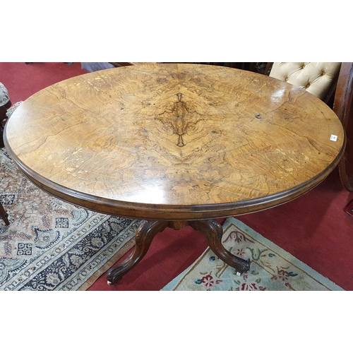 11 - A Victorian Walnut oval Supper Table of great quality.  W 119 X D 88 X H 75cms....