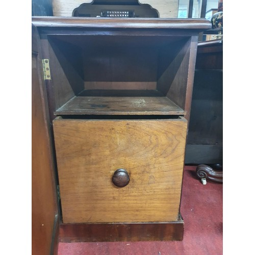 40 - A good pair of 19th Century Bedside Cabinets with door outline. W 48 x D 57 x H 75 cm approx.