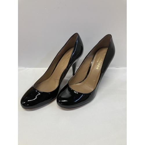 60 - Kurt Geiger black leather Pumps. Size 38 (EU).