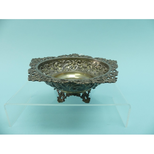 14 - A Victorian silver Bon Bon Dish, hallmarked London, 1895, of circular form with pierced foliate rim,...