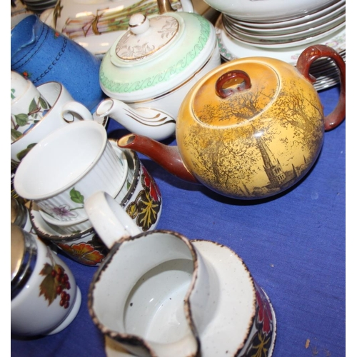 40 - A quantity of Royal Worcester