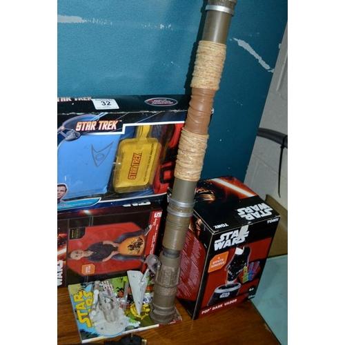 32 - Star Wars/Star Trek Toys...