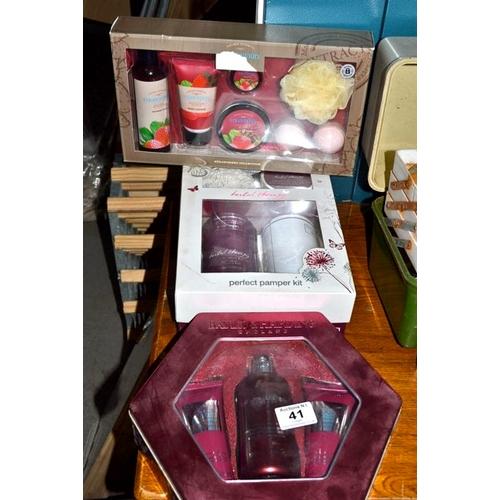 41 - Gift Set x 3...