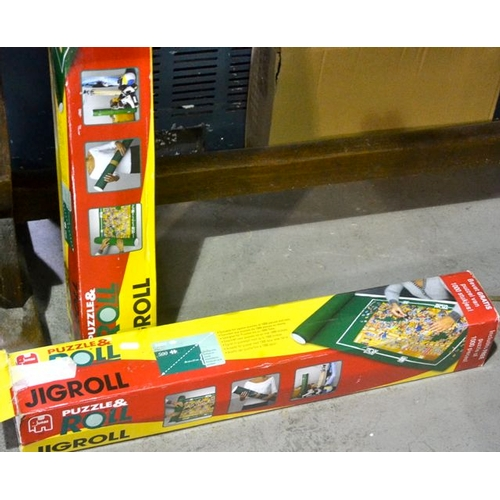 30 - 2x 1000 Pc Jigsaw + Jigroll Case...