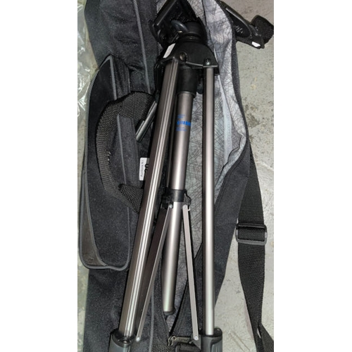 20 - Vanguard Tripod in Bag