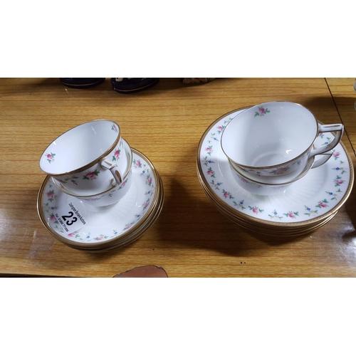 23 - A Wedgwood tea set comprising 5 tea plates, 4 cups and four saucers (13)...