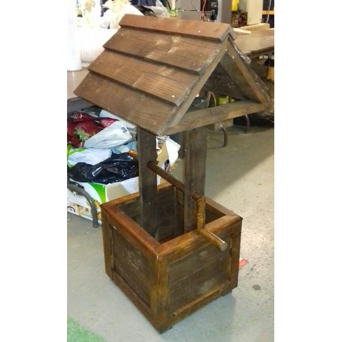 274 - 54 x 46 x 106 cm tall wooden wishing well...