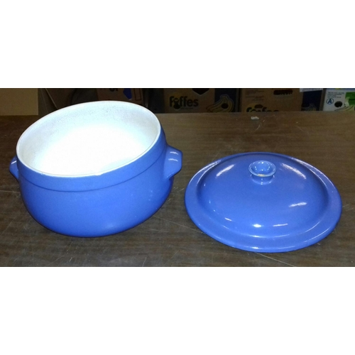 67 - 20 cm tall stoneware casserole dish with lid...