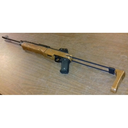 542 - Vintage Daisy underlever air rifle, takes .177 or bb pellets...