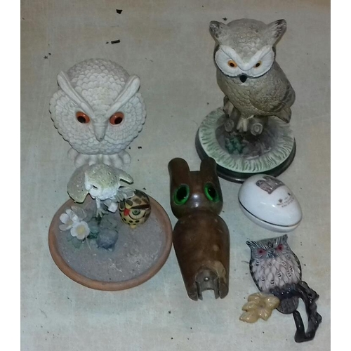 277 - Small bundle of owl ornaments and owl related items...