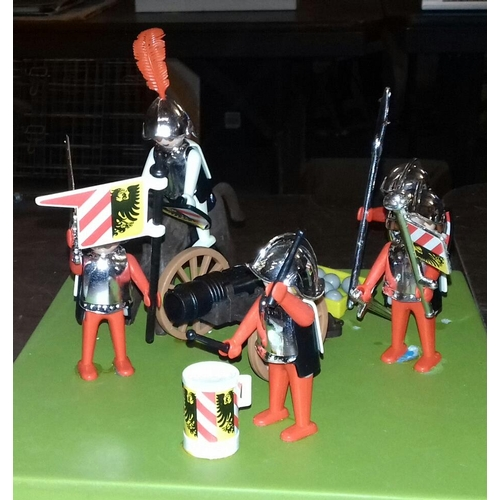 105 - 1974 Geobra Knights play set...