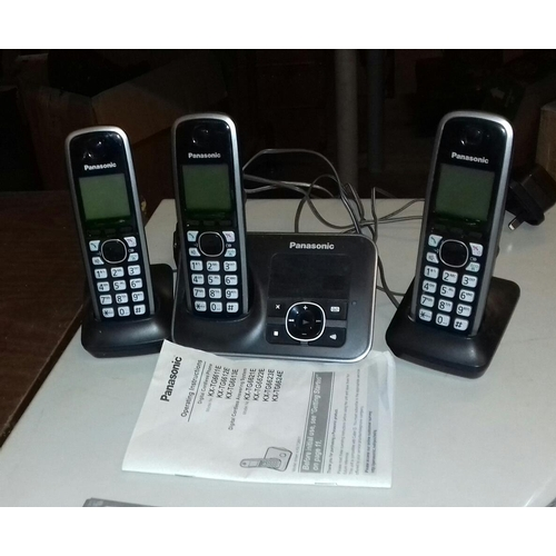 478 - Panasonic triple home cordless telephone set model KX-TG6623...