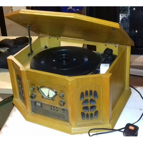 474 - Nostalgic stereo with record player model f 900...