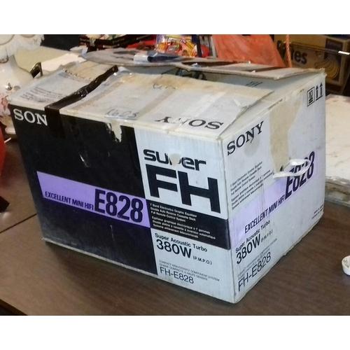 512 - Boxed Sony mini hi-fi model number FH-E828, continental 2 pin plug so untested...