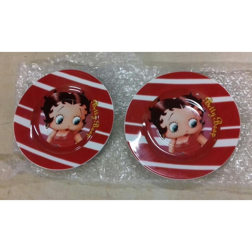 35 - Pair of 16.5 cm diameter 2007 Starline Betty Boop plates...