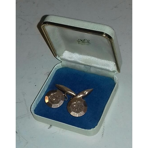 559 - 9 ct Apex stamped cufflinks in case initialled with letters CPR...