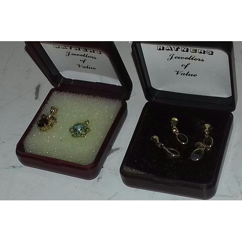 570 - Two pairs of 375 stamped 9 carat gold earrings and 2 x unstamped yellow metal pendants...