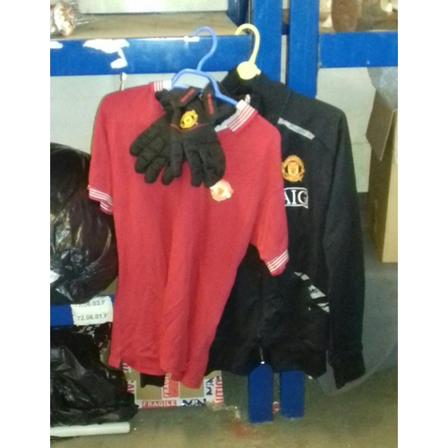 208 - Retro Manchester United football shirt size medium, full zip training jacket size large and pair of ...