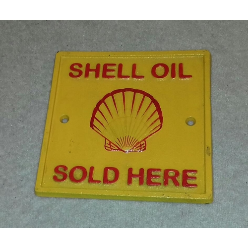 66 - 17 x 17 cm cast iron shell oil sign...