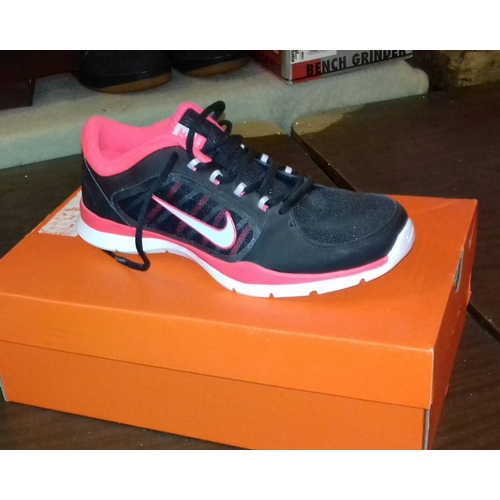 375 - New and boxed Nike Flex trainers UK size 4.5...