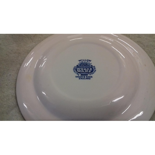 36 - Bundle of 8 x willow pattern blue and white side plates...