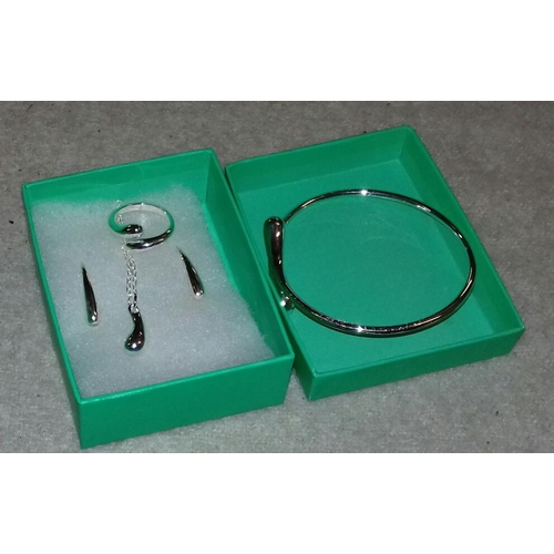 558 - 925 stamped 4 piece jewellery set...