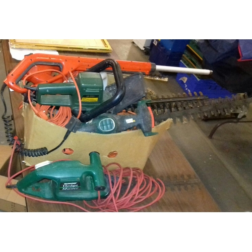 332 - Box of assorted electric hedge trimmers for spare or repair...