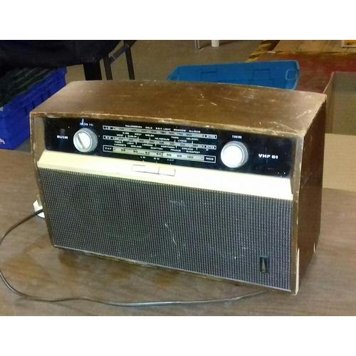 437 - Retro Bush radio...