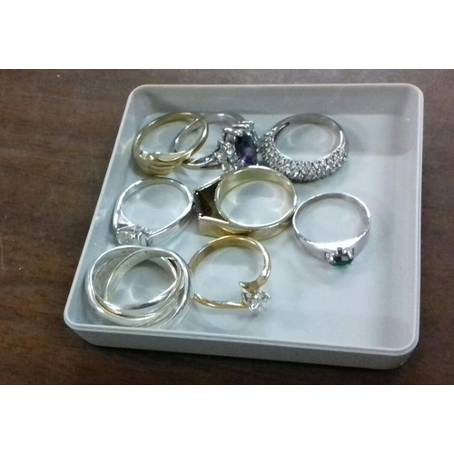 547 - Bundle of assorted white and yellow metal dress rings...