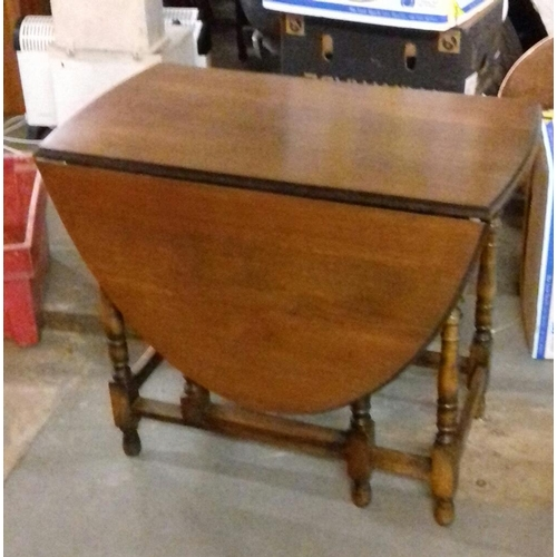 394 - Gate leg oval drop leaf table approx. 89 cm wide...