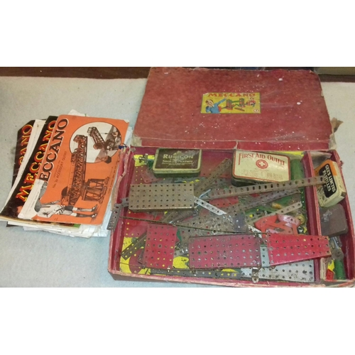 52 - Vintage Meccano set no'7 with assorted other booklets...