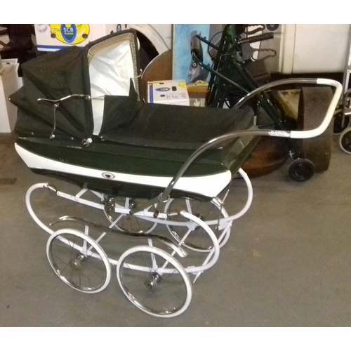 207 - Green vintage pedigree coach built pram in very nice condition...