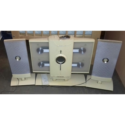 454 - Iluv stereo with speakers and remote control, working order...