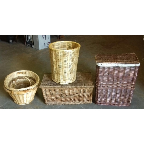 216 - Bundle of assorted wicker baskets and laundry baskets...