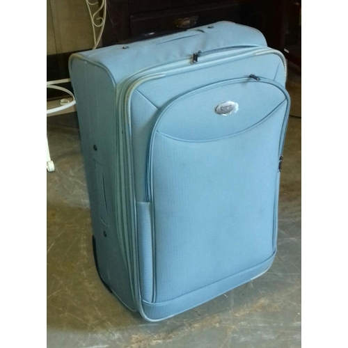 220 - Everest lightweight hold luggage case...