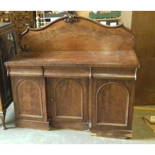 424 - 138 x 54 cm mahogany chiffonier, minor restoration project...