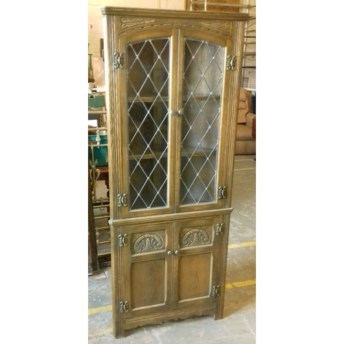 411 - 69 cm wide x 36 cm deep x 167 cm tall oak corner display cabinet with leaded glass...